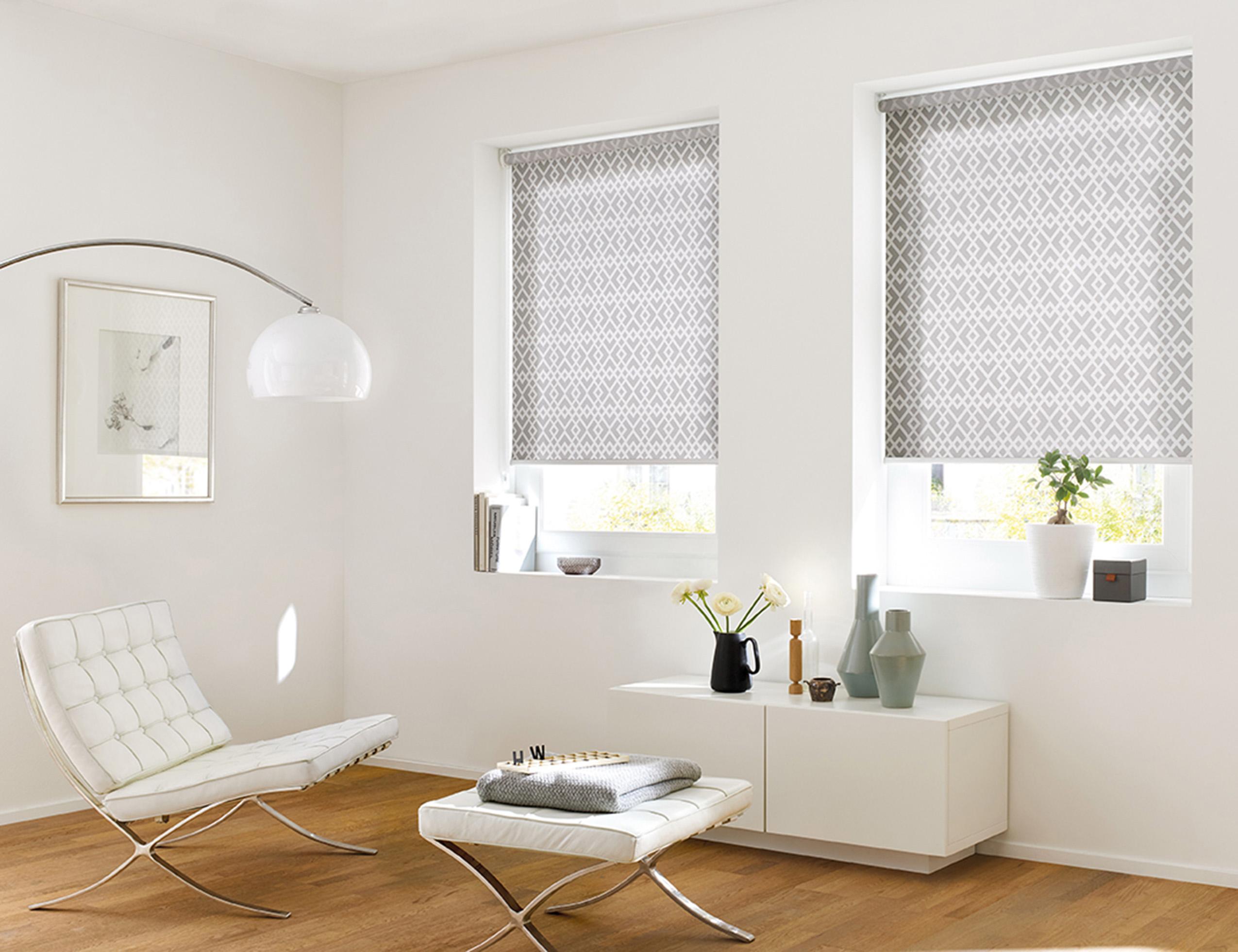 kadeco-rollo-22091-sichtschutz-sonnenschutz-grau-geschmackvoll-wohnzimmer-web